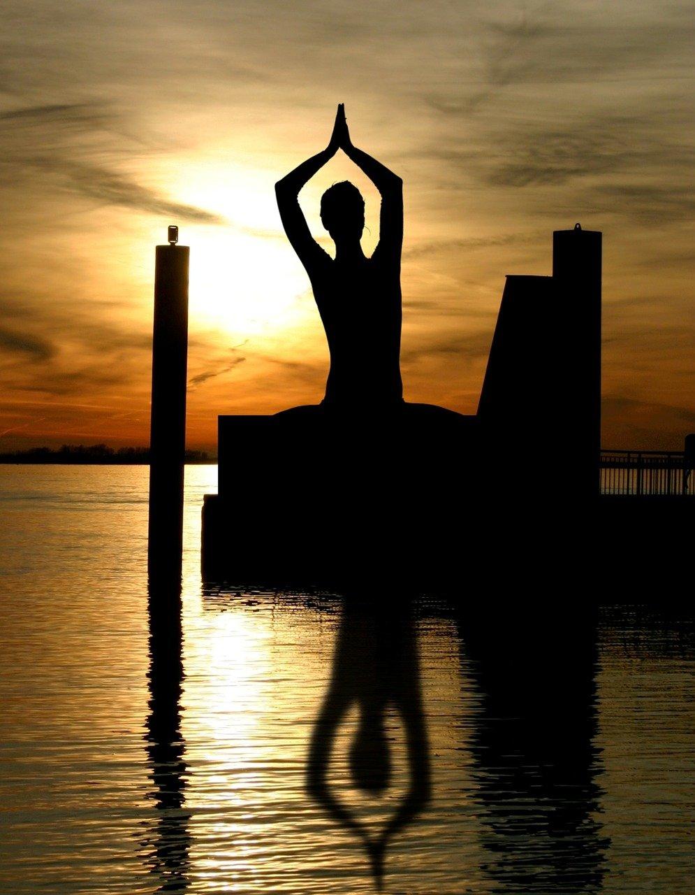 meditation, buddha, yin and yang-338446.jpg