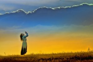 sunset, girl, worship-585334.jpg